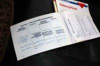 Eredeti kézikönyv, kezelési útmutató és szervizfüzet, amelyek egyébként a bal első ajtó fedeles rekeszében laknak