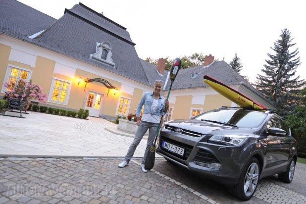 A kétszeres olimpiai bajnok Kozák Danuta fogadta a Prónay kastélyban a különítményt