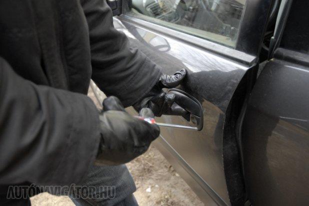 Egyes autók zárszerkezete akár egy csavarhúzóval is kinyitható, érdemes a gyári rendszereken felül további védelemre is költeni