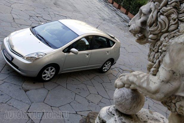 A korosabb modellek között magasan a Toyota Prius II a legmegbízhatóbb