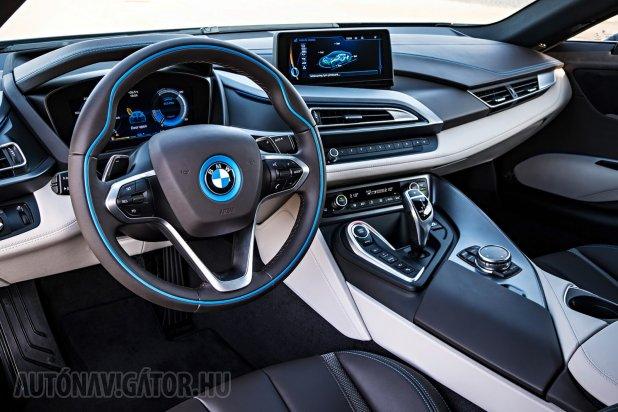 Hamisítatlanul BMW-s, egyben futurisztikus az utastér
