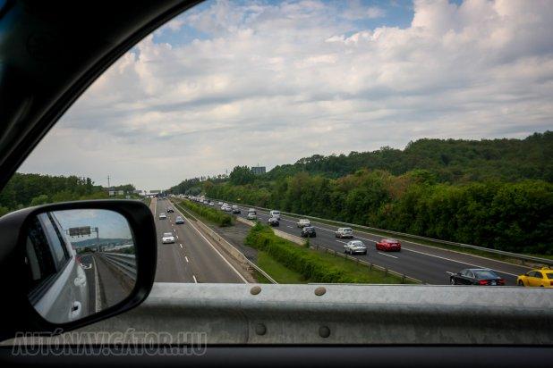 Csak a szokásos zsúfoltság a Balaton felé... Fehérvár előtti M7-látkép a 7-es útról