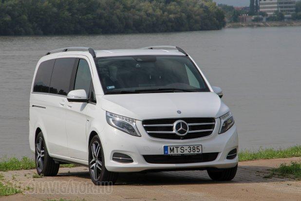 Fehér furgonként sem tagadja a V-osztály, hogy ő valójában luxusautó. Fényszórói brutálisan jó és intelligensen adaptív LED-esek