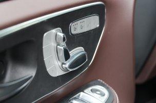 Nem olcsó, de a leginkább luxusautós furgonként értékarányos a V