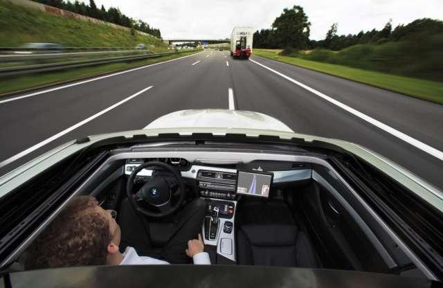 Az önvezető autókon paraméterezhető lesz az etikett