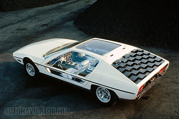 Az olasz koncepcióautó-láz egyik remeke. Mint fajtársai, ez is Gandini mester varázslata a Bertone műhelyben. Lamborghini Marzal 1967-ből, innen indul utazásunk az Asterion felé