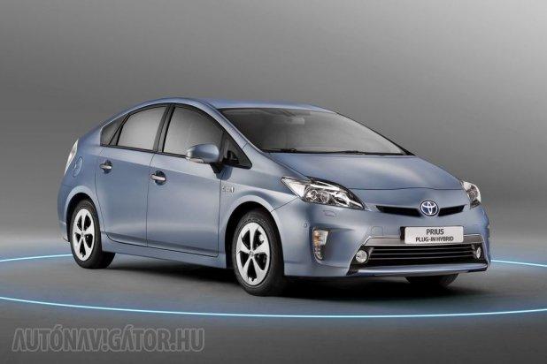 Az ára miatt mifelénk nem lett sztár, jó 3,5 millió forinttal drágább a sima Prius-nál. Amerikában és néhány nyugat-európai országban ettől még a plug-in is jól fogy(ott)