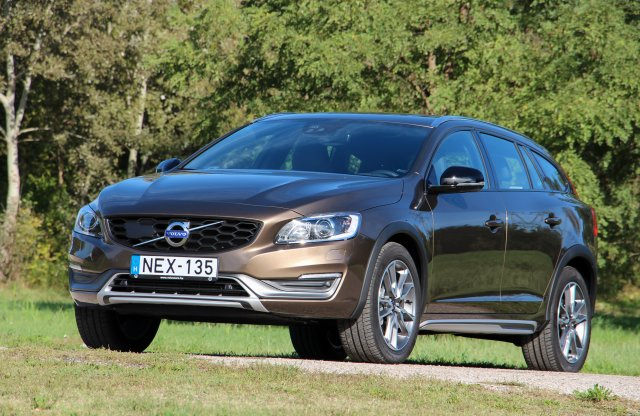 Volvo V60 Cross Country D4 AWD teszt