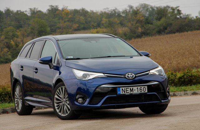 Toyota Avensis Touring Sports 2.0 D-4D Executive teszt
