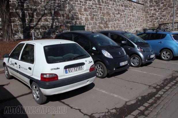 Ha a legolcsóbb villanyautókat keressük Citroën Saxót és Peugeot 106-ost is megcsíphetünk. Városon belüli ingázáshoz megteszi a PSA idős konstrukciója is