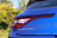 Alap a LED fényszóró, az oldalsó Renault Sport plakett és a hátsó menetfényt is adó, szintén diódás lámpa is