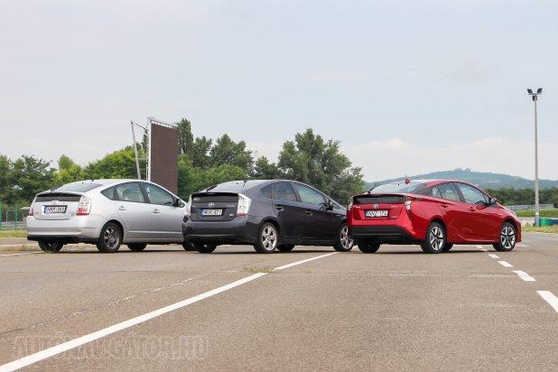 A formák alapsémája, de még a tengelytáv is változatlan a Prius II óta. A magasság a Prius IV esetén a legszerényebb, az övvonal a Prius II-nél, így az adja a legjobb kilátást. A tolatóradar, illetve a kamera azonban nála is szükséges