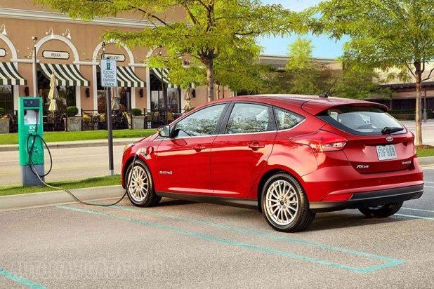 Jobb lesz megszokni a töltőn hagyott Focusok látványát, a Ford komoly elektromos-terveket sző