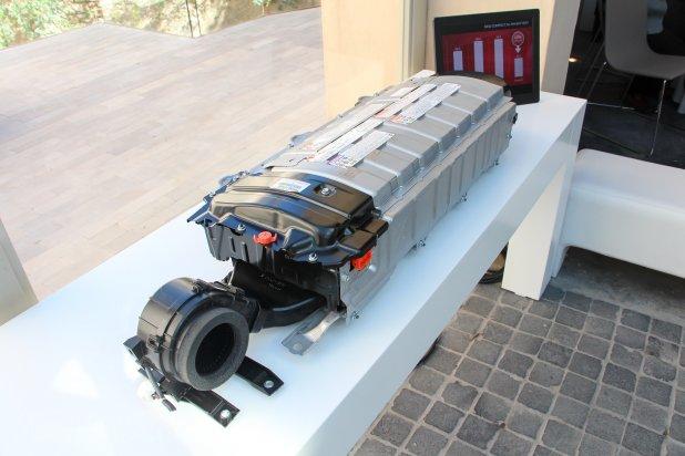 Hibrid- és villanyautók esetén sokan aggódnak az akkumulátorok miatt. Nem kell!
