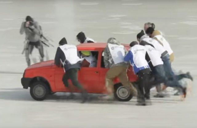 Megrendezték a világ első autós curling mérkőzését