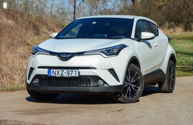 Toyota C-HR 1.2 Turbo Executive teszt