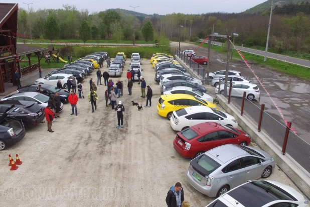 Az első hazai Prius Eco Cup célfotója − 3,2-4,2 l/100 km fogyasztási értékek születtek a mintegy 40 kilométeres távon. Ez azt jelenti, hogy a legtöbben a gyári vegyes érték alatt fogyasztottak. A verseny a Budapest (Csepel)-Pilisjászfalu útvonalon zajlott, városi szakaszt is bőségesen tartalmazva