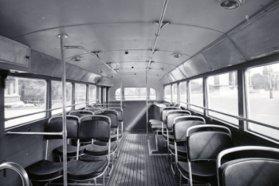 Egyszerű csővázas ülések, faléces padló