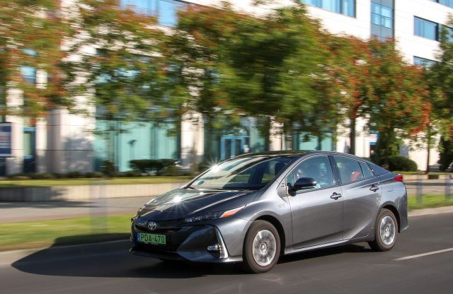 Toyota Prius 1.8 Plug-in Hybrid Executive teszt