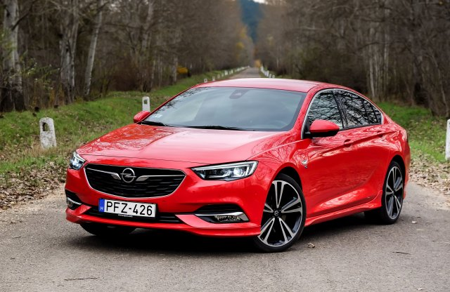 Opel Insignia Grand Sport Dynamic 2.0 Turbo OPC Line AT8 AWD teszt