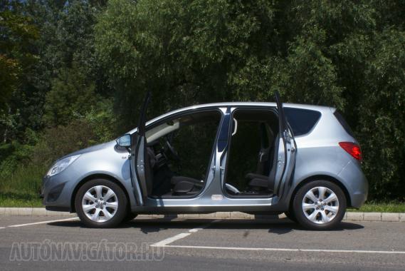 Kétségkívül az ajtók a leglátványosabb részei az új Merivának, de ennél többet tud az autó. Sokkal többet