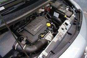 Igaz, de becsapós a Turbo felirat. A 120 lóerős motor olyan, amilyennek egy jó − és nagy − szívómotornak lennie kell. Nyomatékos és csendes