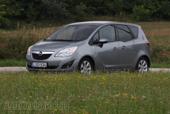 Tetszetős forma, tágas beltér, kényelmes futómű és jó ár. Kell ennél több egy családi autónak?