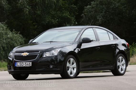 Már nem kísért a Daewoo-korszakos múlt, sem formailag, sem műszakilag. A Chevrolet Cruze abszolút vállalható külsővel bír
