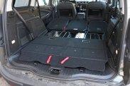 Még hét üléssel is használható méretű az öttel óriási, kettővel furgonnyi csomagtér