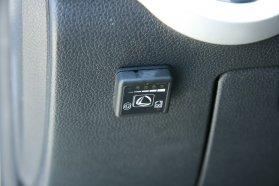 Egyszerű kapcsolóval szabályozható, hogy benzinről vagy gázról menjen az átalakított autó