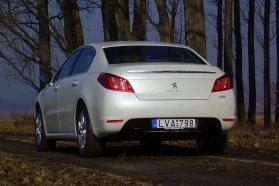 Úgy tűnik, a csomagtartó széles krómdísze Peugeot márkajegy lesz, a modellfrissítés utáni 308-asra is felkerült