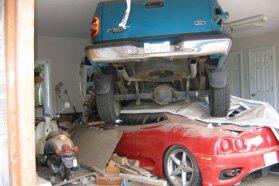 A Ford F150 éppen legyűr egy Ferrarit