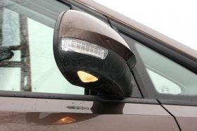 Mindent tud a tükör: a házban benne van az irányjelző, az alsó kis lámpa este megvilágítja az autó környékét, a formába pedig szemmel láthatóan erősen beleszólt az aerodinamika. Ezek után szinte szóra sem érdemes, hogy az alapfunkcióját rosszul látja el...