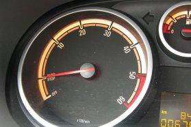 """A Start/Stop-elektronikás EcoFlexben a fordulatszámmérőn egyértelműen látszik, hogy a motor mikor """"áll"""" készenléti állapotban és mikor van teljesen kikapcsolva"""