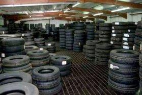 Sok helyen a gumis műhelyek vállalják, hogy a szezonok között tárolják az abroncsokat − ez a helyes elhelyezés