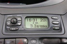 Fotózással, részint városi használattal épp 3,3 l/100 km értéket mutatott a fedélzeti számítógép. Ottó szerint ez a fele alá apasztható