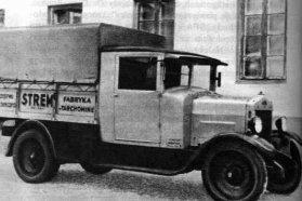 Másfél tonnás, ponyvás URSUS teherautó
