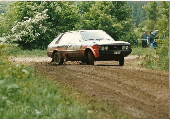 Az erős motor és az elavult, ám annál stabilabb futómű miatt igen látványosan lehetett autózni a Polonezzel