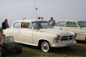 Ilyet bizony nem látni gyakran, Borgward Isabella − az ötvenes években a Mercedes riválisának számított, 1,5 literes, 60 lóerős négyhengeres benzinesével 130 km/órás tempóra volt képes, fogyasztása 8,4 l/100 km volt az Auto Motor und Sport 1954-es tesztjén