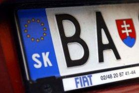 Már a magyar utcakép részei a szlovák rendszámos autók, pedig vezetőiknek 99 százalékban semmi közük nincs északi szomszédunkhoz, csupán komoly összegeket akartak megspórolni a külföldön vett és honosított járművekkel