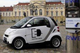 Amszterdam után a cseh fővárosban is feltűnnek a smart ED villanyautók