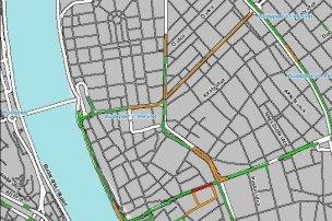 Félrevezető volt a My traffic (balra) és a Best way (jobbra) augusztus 20-án, a rendszerek az üres útszakaszokra is torlódást jelöltek