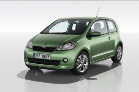 Balra a Skoda Citigo, jobbra a Volkswagen up!, a különbségek szinte modellváltásnyiak. Már most ki lehet találni, hogy a két miniautó közül a cseheké lesz a praktikusabb