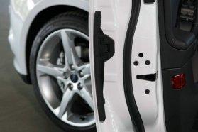 Egyszerű ötlet egyszerű megvalósítása az automatikus ajtóél-védő − jövőre bátran parkolhatunk Ford Focus mellé