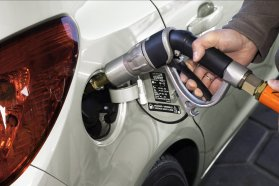 Nyilvánvalóan csak az új kutakat érinti a változás, de megfelelő védelem mellett immár a benzin és a gázolaj kútoszlopa mellé kerülhet az autó-, illetve a földgázé
