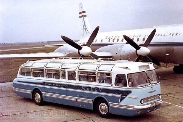 1960-ban öt darab ilyen gyönyörű festésű autóbusszal gyarapodott a Malév járműparkja. Ez voltaképpen egy tiszavirág életű hibrid, mert az új, P. Horváth György által megrajzolt süllyesztett hűtőmaszkkal rendelkezik, de az utasok még középen szállhattak fel. A busz alatt az új futóművek találhatók, 22 helyett 20 colos kerekekkel