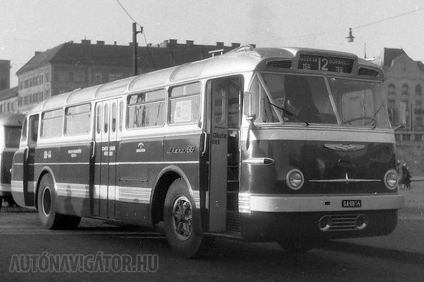 1959 tavaszán, a 12-es vonalon jelentek meg először Budapesten az Ikarus 66 városi autóbuszok. Nagy várakozás előzte meg e típus bevezetését, de a szűk ajtók lassították az utascserét, a farmotor sok hasznos teret elfoglalt, egyenetlen és magas volt a padló, az utazók pedig arra panaszkodtak, hogy a rossz szigetelés miatt a dízel bűze beszivárog az utastérbe