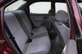 Tágas elöl, tágas hátul, korához és futásához képest remek állapotban maradt az utastér, így ez a Mondeo a 300 ezres árkategória egyik legjobb autójának tekinthető