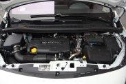 Adaptív, önműködő kanyarfényszóró, kifejezetten csendes 1,7 literes dízelmotor és pazar FlexFix kerékpártartó, aminek egyetlen, de aggasztó hiányossága, hogy nem zárható