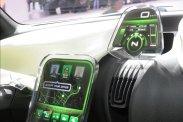 Egyszerű, de modern az érintőképernyők hadával felszerelt utastér